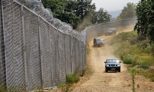 Опъват спешно граничната мрежа с Турция