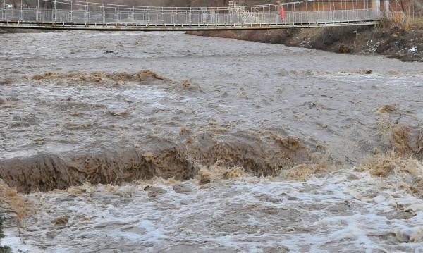 Реките повишават още нивата си