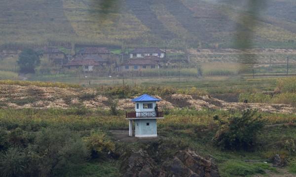 """Хиляди копия на филма """"Интервюто"""" са разпръснати в Северна Корея"""