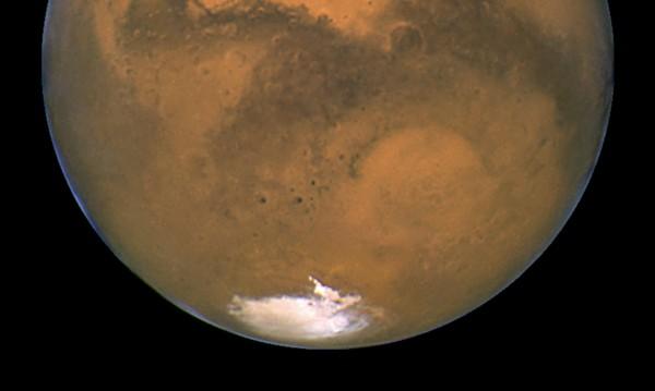 На Марс: Откриха ледници, покрити с прах