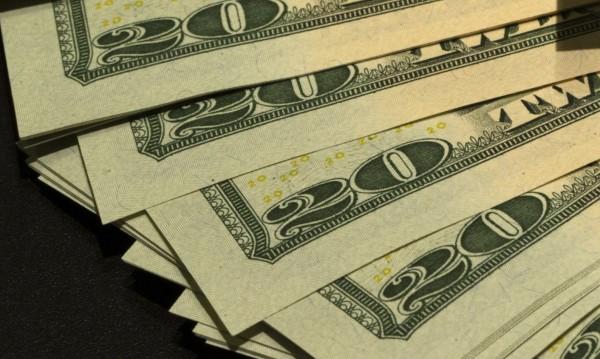 Близо 675 000 долара дребни пари оставени по американските летища за 2014 г.