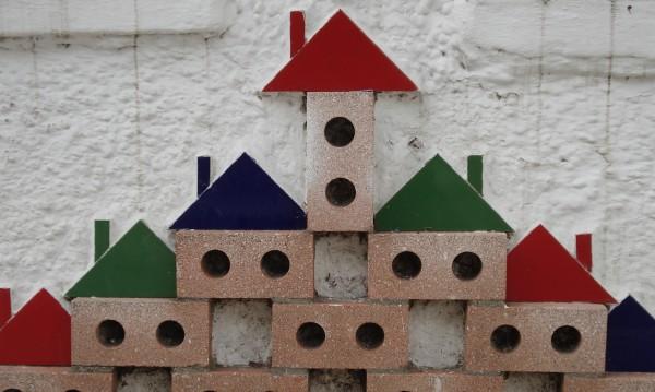 Продавачи и купувачи на имоти гледат в различни посоки