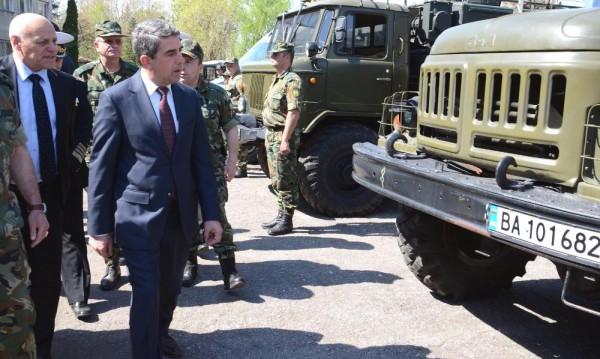 Плевнелиев иска ясни правила за пенсиониране в армията