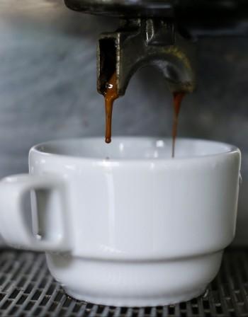 Ползи и недостатъци на кафето от автомат