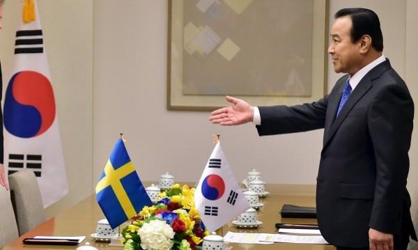 Премиерът на Южна Корея подава оставка заради подозрения в корупция