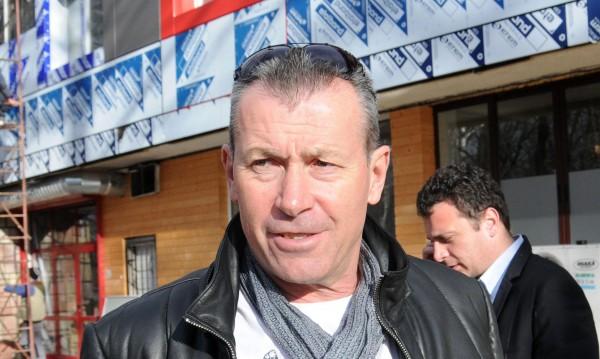 Томов накарал Майкъла да подпише договора на Стойчо