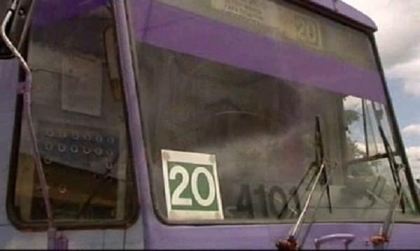 Катастрофа между тролей и джип блокира трамвай №20