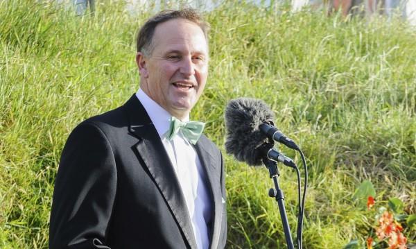 Новозеландският премиер се държи като училищен гамен