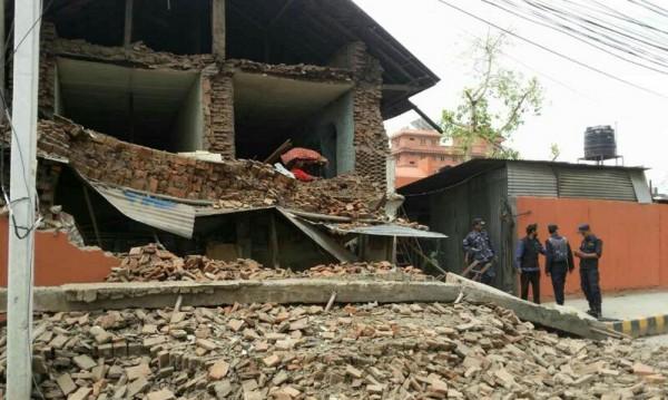 Земетресение с магнитуд 7,7 удари Непал
