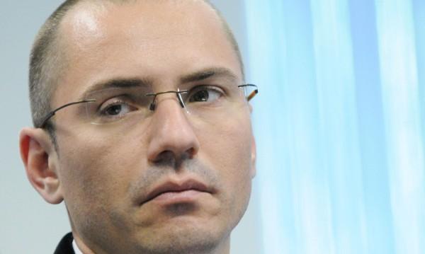Сръбският президент излъга, че учебниците на български са отпечатани