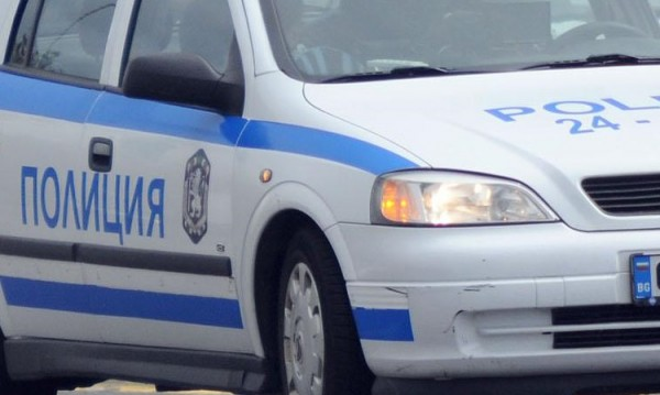 Хващат го, пускат го... Психично болен напада деца в Берковица