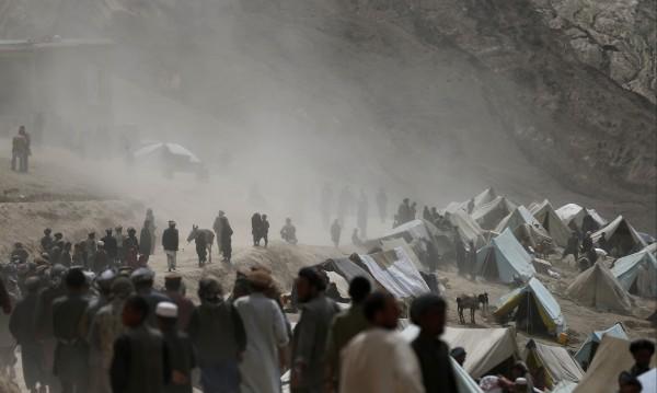 Свлачище помете най-малко 52 души в Афганистан