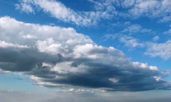 Слънце и облаци през утрешния ден