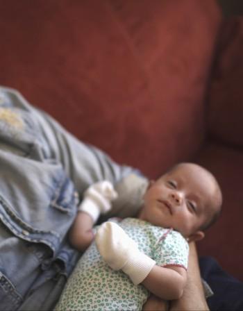 Какви са физиологичните особености на новороденото?