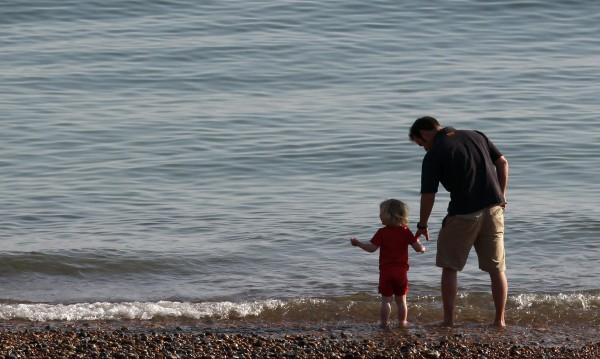 Борбата на баща, копнеещ да прегърне децата си
