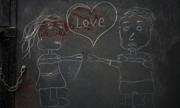 От любов: Момиче скочи от втория етаж на училище