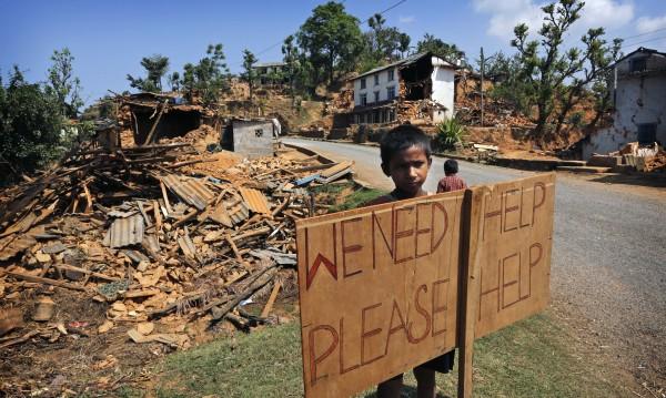 Адът в Непал не секва, нужни са палатки, храна