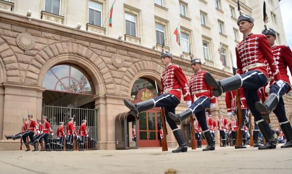 Репетиции за Гергьовден променят трафика в София