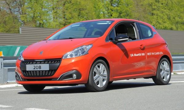 Peugeot 208 мина 100 км. с едни 2 литра