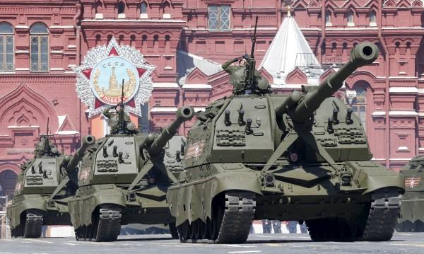 Русия помпа мускули самотна на 9 май