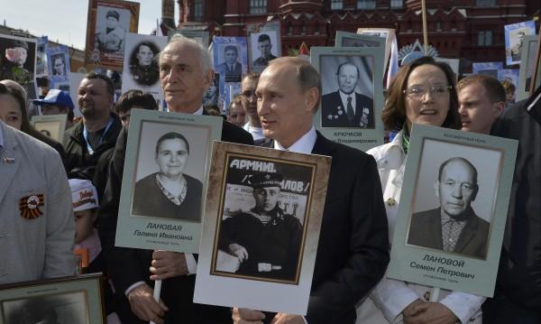 """Путин застана начело на """"Безсмъртния полк"""""""
