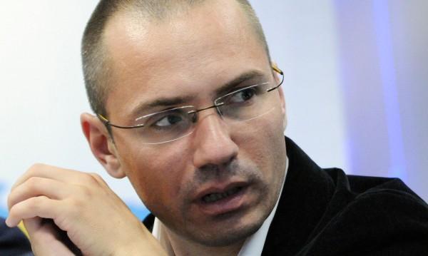 Ангел Джамбазки: Русия и Сърбия пазят Груевски!