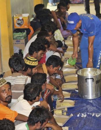 Хиляди бежанци бедстват в морето, Индонезия не ги иска
