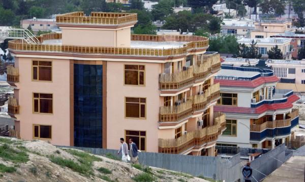 Маковите дворци: Кабулският Бевърли хилс тъне в разкош