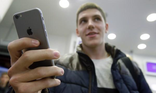 Задава се iPhone с панел от розово злато