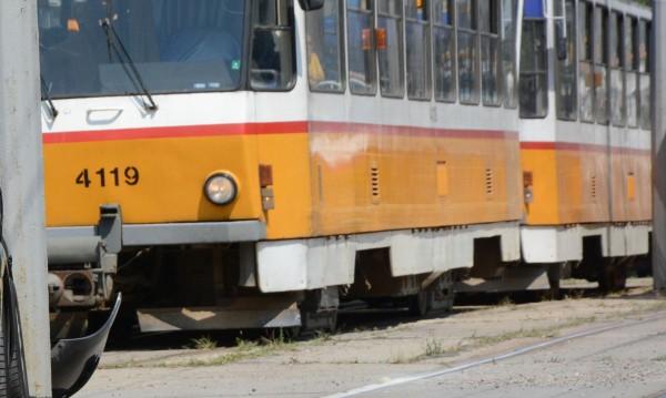 """Пуснаха трамваите №11, 12 и 19 след ПТП-то на бул. """"Рожен"""""""