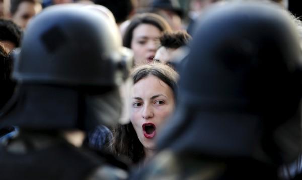 Скопие, пак нощ на скандирания: Груевски, отивай си!