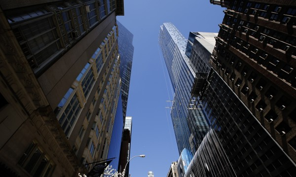 Небостъргачите в Ню Йорк може да гасят светлините през нощта