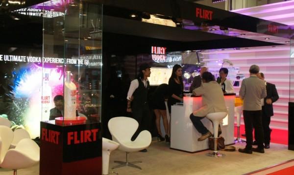 Водка Flirt печели нови почитатели на изложение в Сингапур