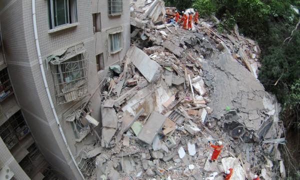 16 души са в неизвестност след срутване на 9-етажна сграда в Китай