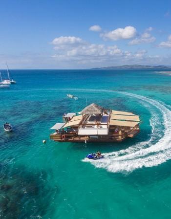 Плаваща пицария край бреговете на Фиджи