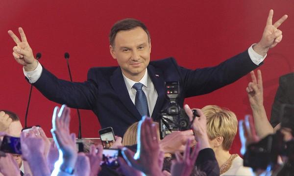 Консерваторът Анджей Дуда е новият президент на Полша