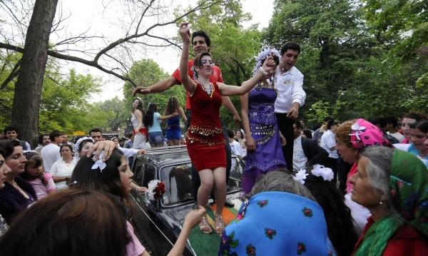 Пазарджик пак на нож срещу ромските пиршества