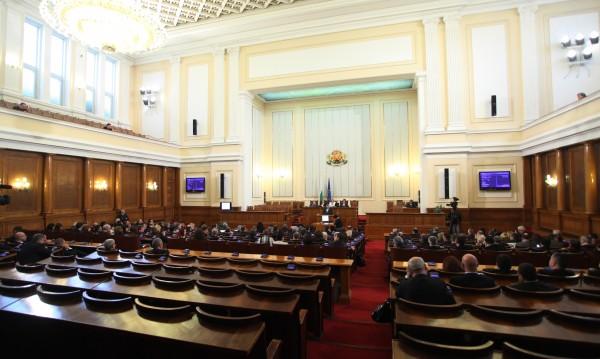 Депутатите се успаха за работа в четвъртък