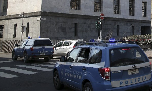 Роми с кола прегазиха 9 души на спирка в Рим