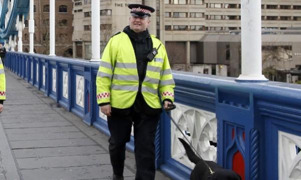 Британските полицаи затлъстели, заплашват ги с уволнение