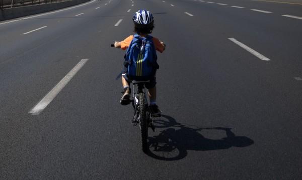 Жена блъсна 7-годишно дете с колело в Петрич