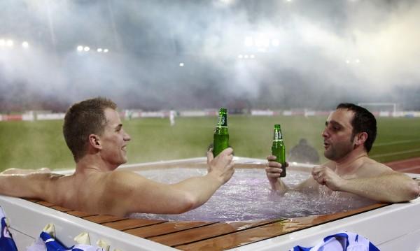 Тонове бира чакат феновете в Берлин