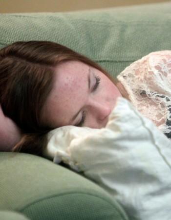 Позата на сън може да вреди на здравето, а може и да го укрепва