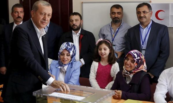 Приключи гласуването на изборите в Турция