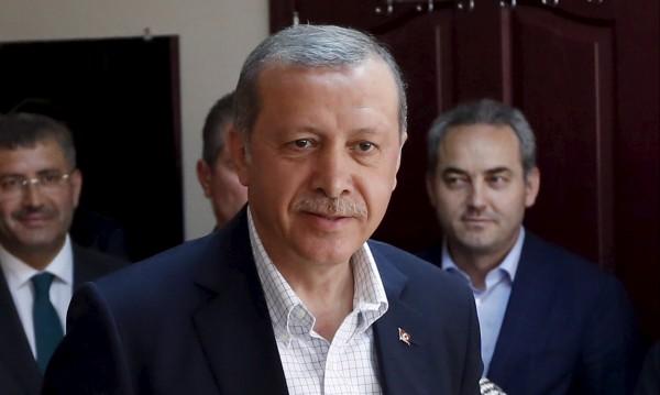 Партията на Ердоган спечели с 42% от гласовете на Турция