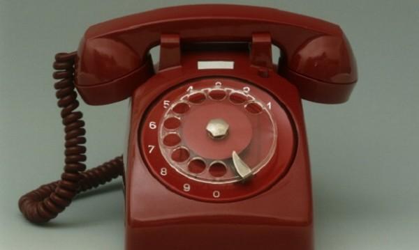Среднощна измама по телефона: Баба даде 2390 лв.