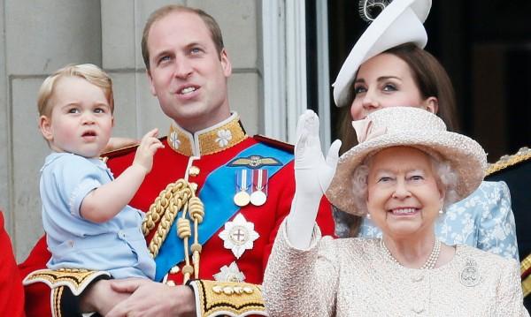 Военен парад за 89-ия рожден ден на кралица Елизабет II