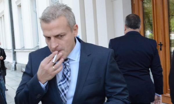 Москов зове: Спрете кафе и цигари и ще има за вноски!
