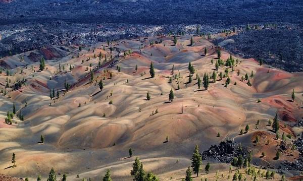Цветните дюни в парка Ласен Вулканик