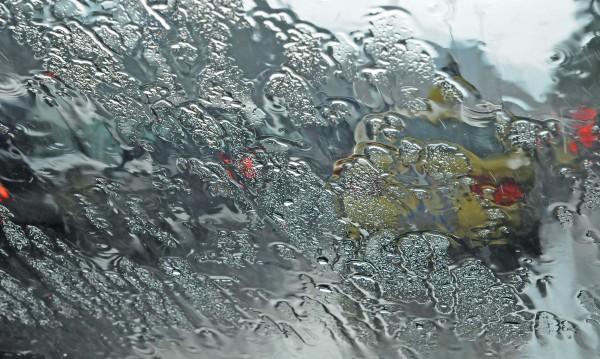 През уикенда остава хладно и дъждовно